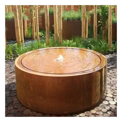 pourquoi choisir une table d'eau en acier corten