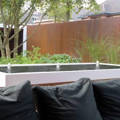 fontaine de jardin en métal