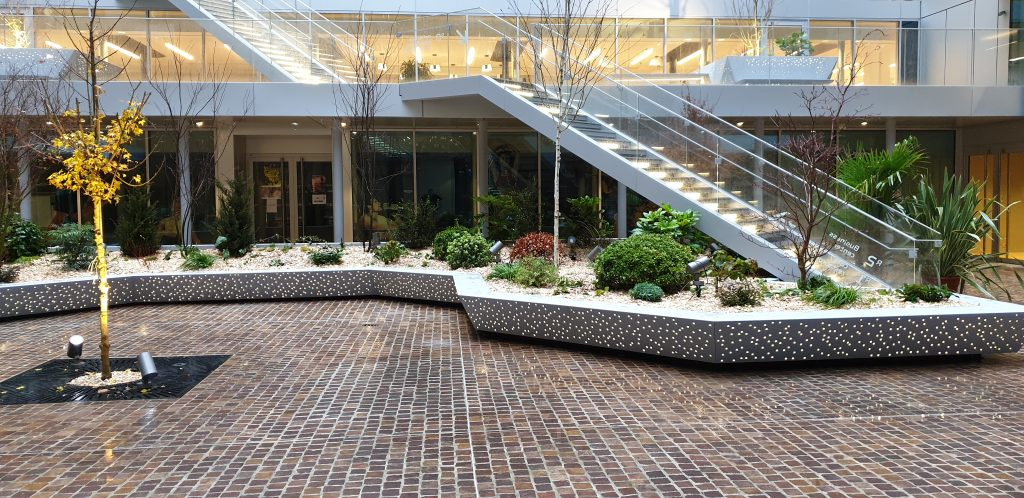 Aménagement paysager par Tricoire Design avec les outils du paysagiste